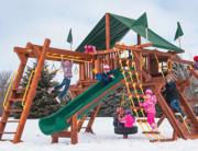 Играем на детской площадке зимой